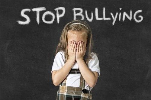 Se filho pode não gostar da escola por causa do bullying