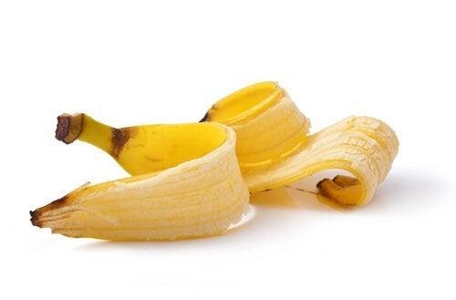 A casca de banana ajuda a remover as verrugas