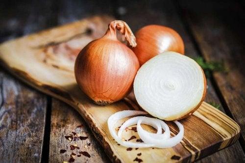 Cebola parar preparar molho com cebola e alho