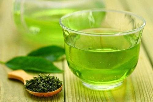 Remédios para o cuidado da boca: chá verde e gengibre