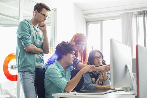 Ter uma boa turma de trabalho ajuda a aumentar seu desempenho no trabalho