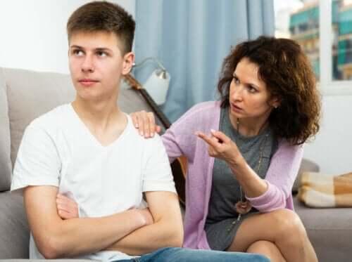 5 dicas para evitar que seu filho adolescente se torne uma pessoa problemática