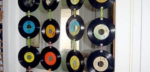 Cortina muito original com CDs reciclados