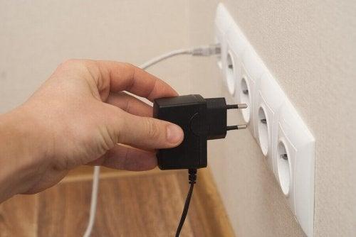 10 maneiras de desperdiçar energia elétrica
