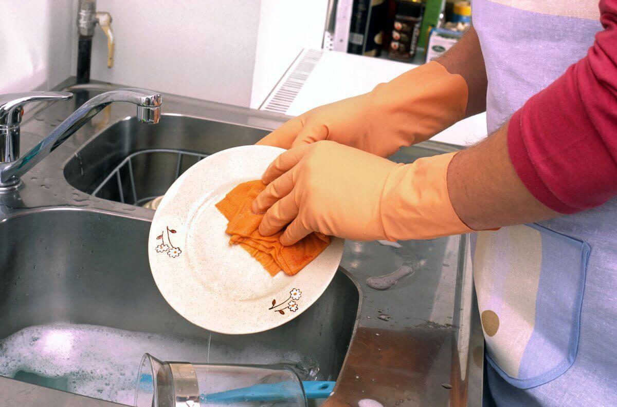 O óleo essencial de limão pode ser usado para lavar louça