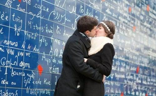"""Diga """"eu te amo"""" em vários idiomas: Aprenda com a gente!"""