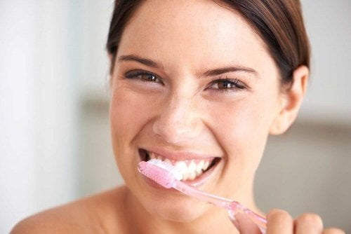 Escove seus dentes para cuidar deles