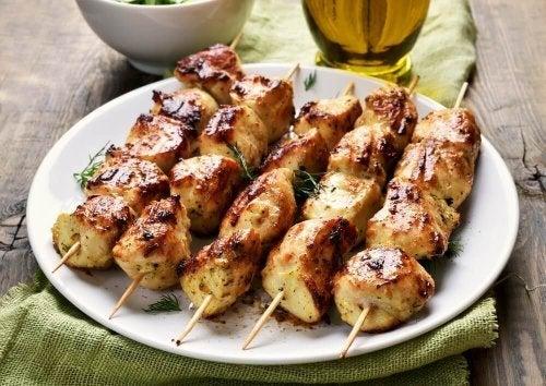 Espetinhos de frango: receita fácil e deliciosa