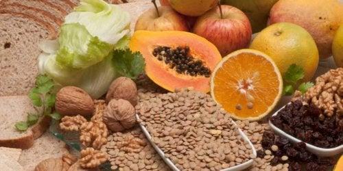 Comer alimentos ricos em fibra controlar a ansiedade por comida