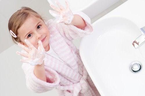 Higiene pessoal para crianças: lavar as mãos