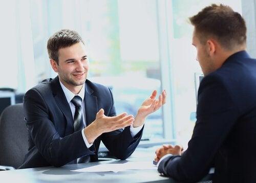 Pode vestir paletó em uma entrevista de emprego