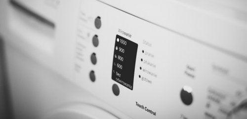 Evite desperdiçar energia elétrica usando pouca água na lavadoura