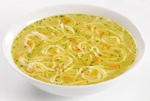 Sopa de macarrão noodles