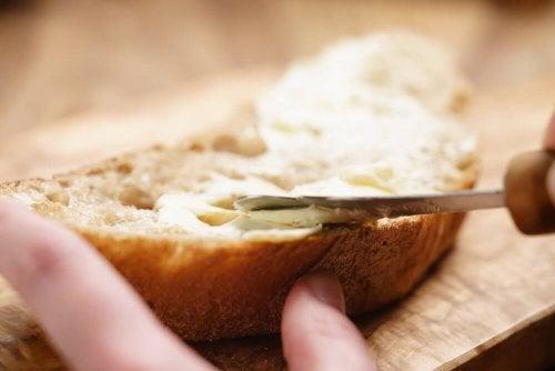3 manteigas caseiras para saborear em suas refeições