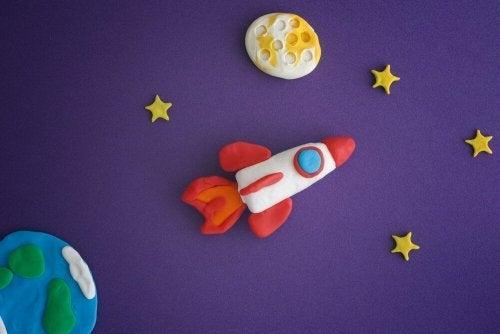 Brincar com massa de modelar para as crianças: Desenvolve as habilidades motoras finas