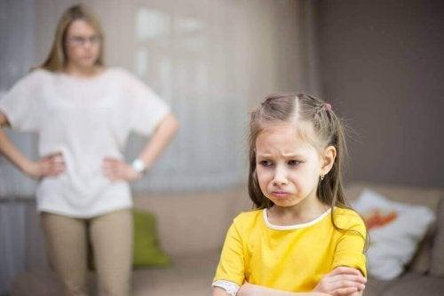 Criança trsite porque perdeu