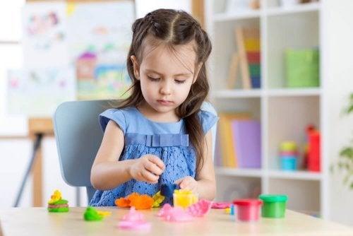 Como escolher brinquedos de acordo com a idade: brinquedo para manualidades
