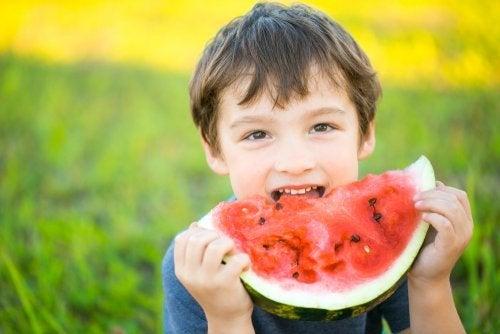 Há crianças que não gostam de comer frutas