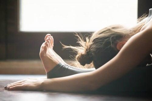 Quais são as posturas de yoga mais fáceis?