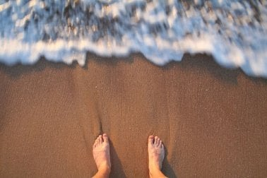 Pessoa com medo de nadar no mar