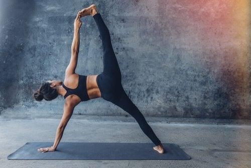 Quais são as posturas mais difíceis de ioga?