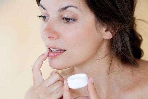 6 dicas preventivas para a exposição ao frio: usar protetor labial