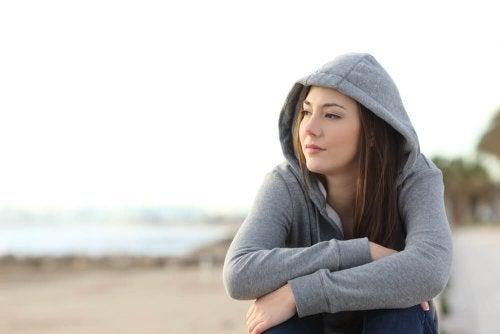 Menina triste porque naõ consegue recuperar um relacionamento