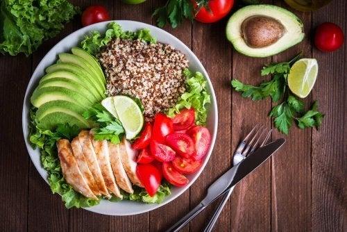 Uma dieta saudável deve incluir saladas