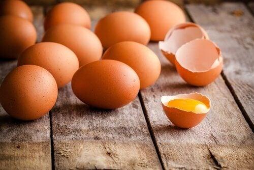 Ovos para o suflê de presunto e queijo