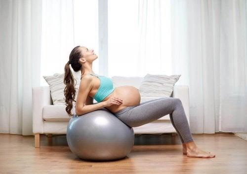 Manter-se em forma ajuda a aliviar a dor do parto
