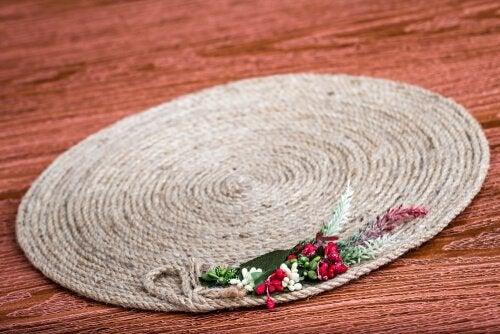 Carpete feito de corda dá um toque rústico