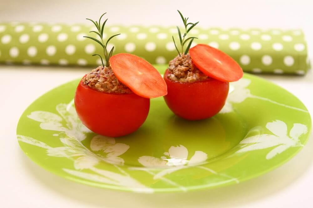 Tomates recheados com atum: uma receita leve e deliciosa