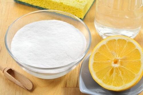 5 maneiras de usar bicarbonato de sódio e limão na limpeza da casa