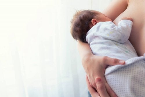 Posições para amamentar o bebê: Posição do berço