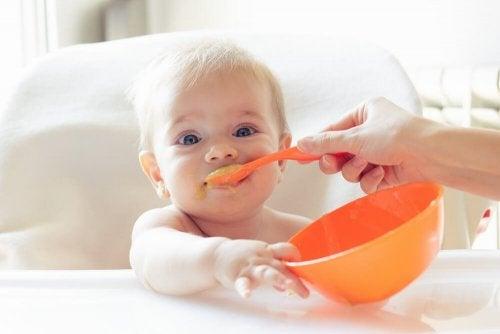 Como evitar o resfriado no bebê: alimente-o de forma saudável