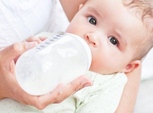 Como evitar o resfriado no bebê: uma boa hidratação