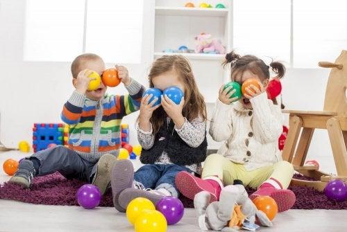 Por que é importante que as crianças brinquem: Serve como ferramenta de socialização