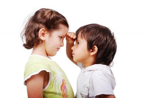 Comparar as crianças umas com as outras não é o ideal