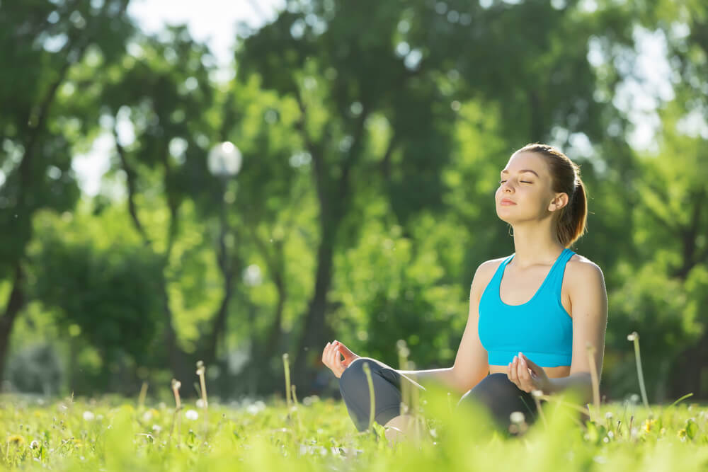Quais são as contribuições da ioga para a saúde mental?