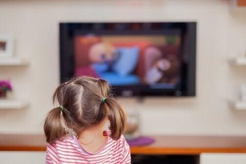 Quanto tempo seu filho pode assistir TV