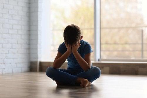 O bullying escolar torna a criança triste