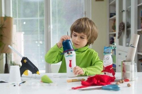 Brinquedos com garrafas recicladas
