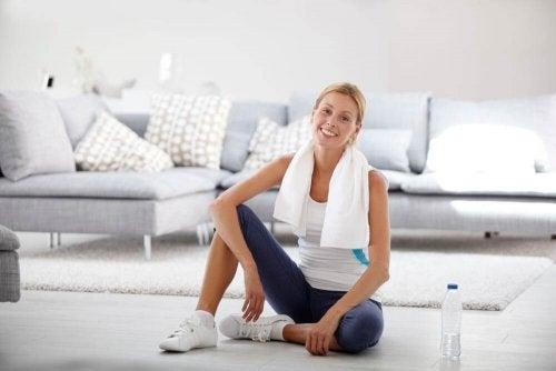 Mulher fazendo exercícios para aumentar o bumbum