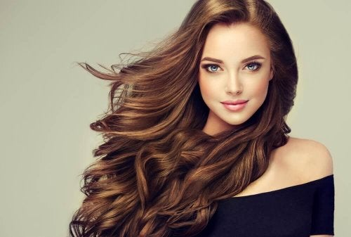 O vinagre branco pode ser utilizado no tratamento de cabelos secos