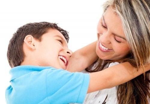 Para dialogar com os filhos é necessário muito carinho