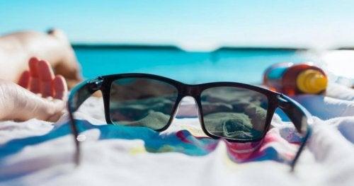 Óculos de sol com lentes verdes