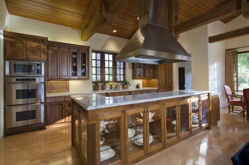 Como decorar a cozinha com um toque clássico?