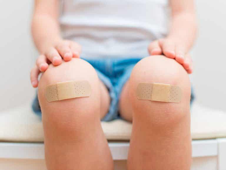6 conselhos para tratar os ferimentos de uma criança