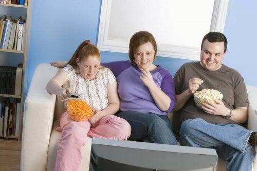 Descubra como você pode combater a obesidade em crianças
