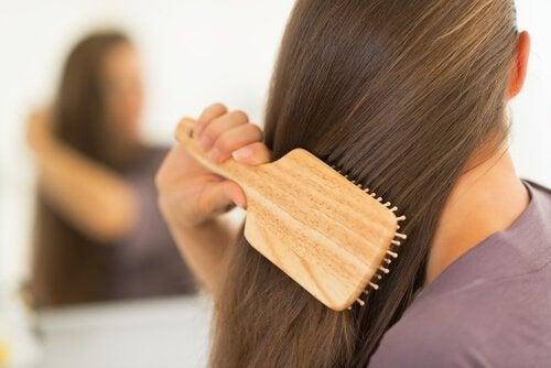 Escovar diariamente gera um cabelo abundante